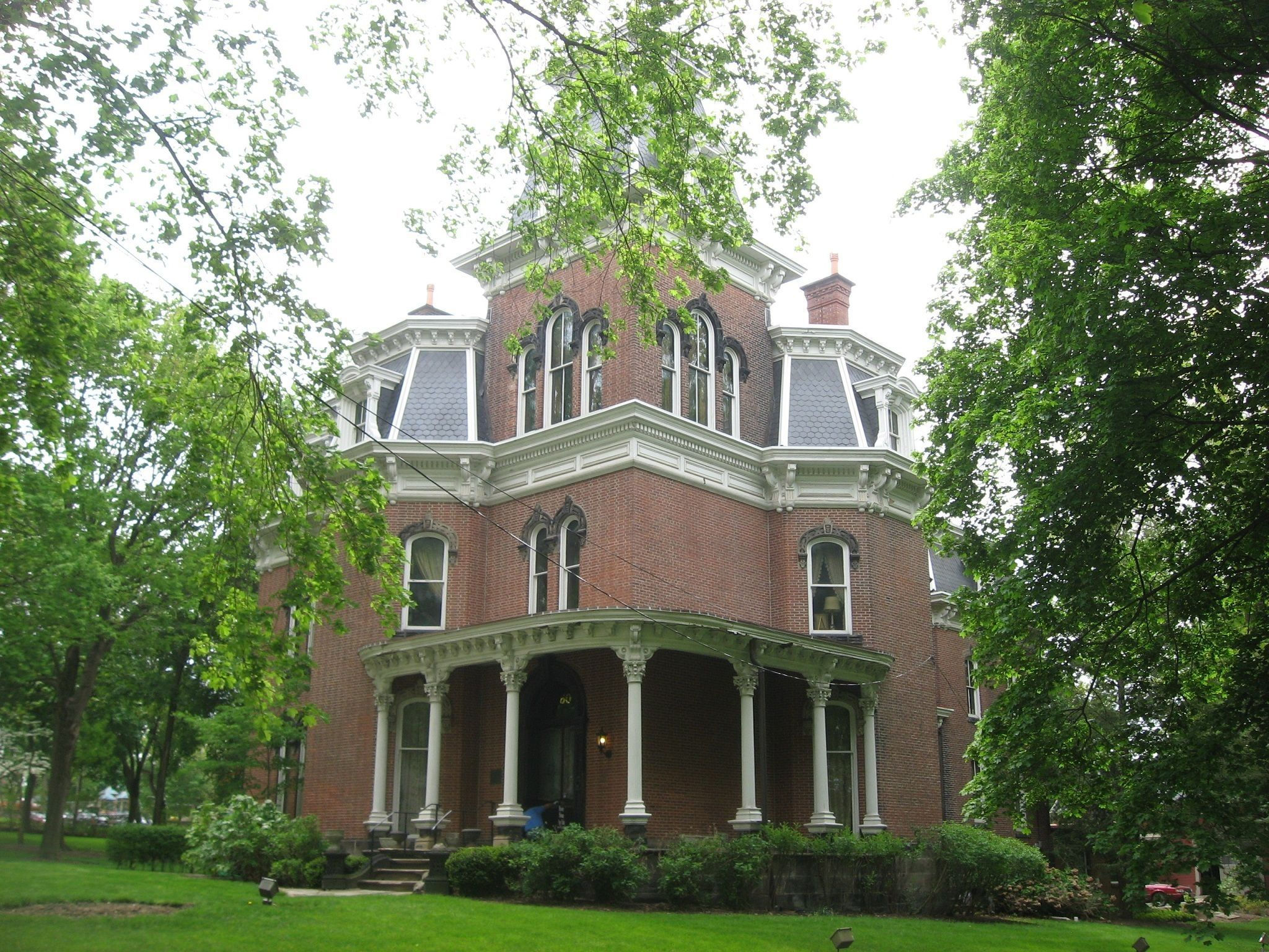 Sheraton Suites Akron Cuyahoga Falls - Hower Mansion Exterior